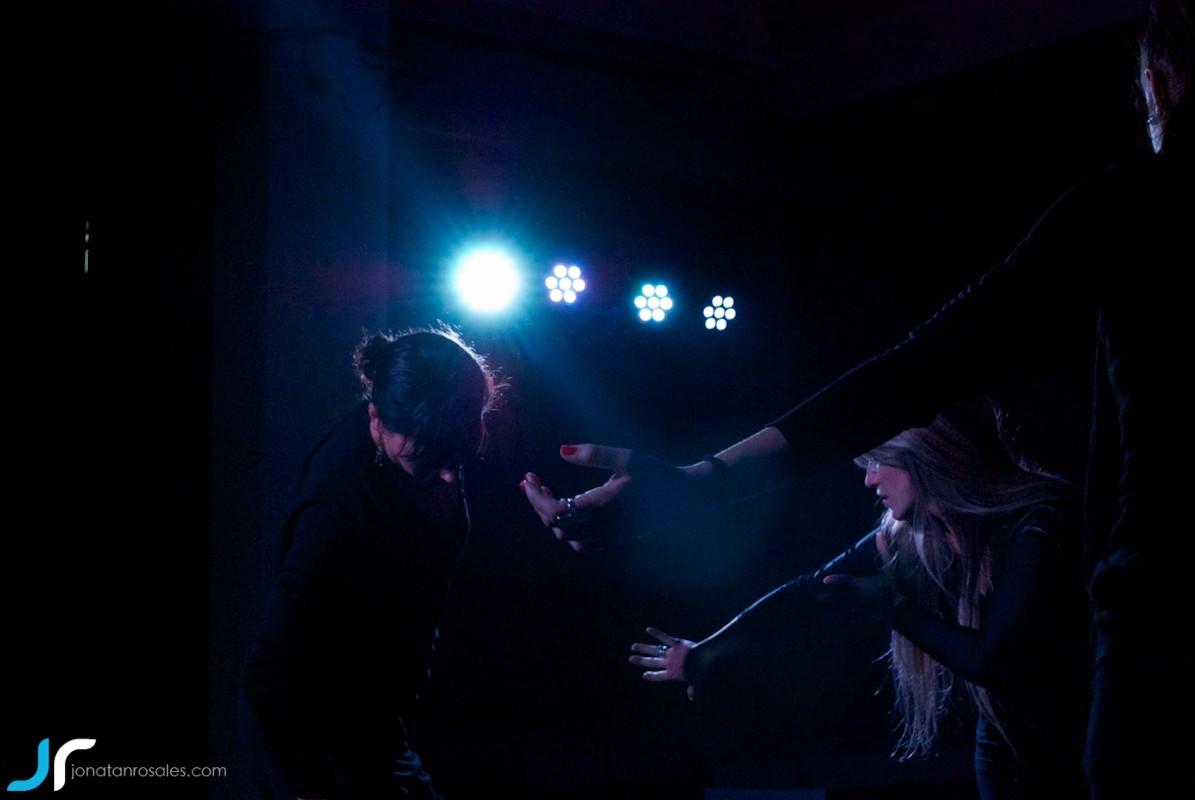 arte & vida dark lights dancing photo
