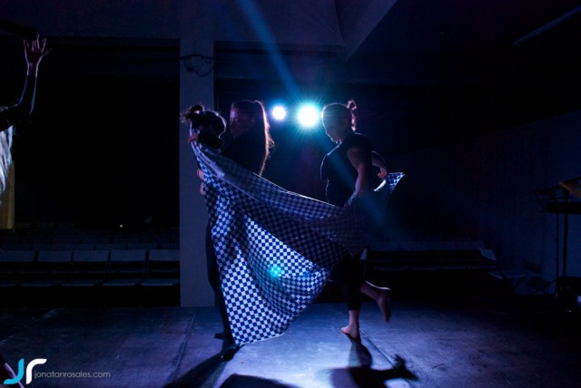 arte & vida dark lights dancing with litle girl